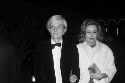 Andy Wharhol en 1974 avec à son bras Grace de Monaco