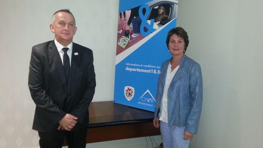 Marie-Pierre Richer, conseillère générale du Cher et le Capitaine Didier Soulie, président de l'amicale des sapeurs-pompiers du Cher