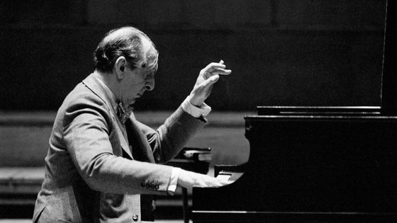 Vladimir Horowitz à son piano en Angleterre