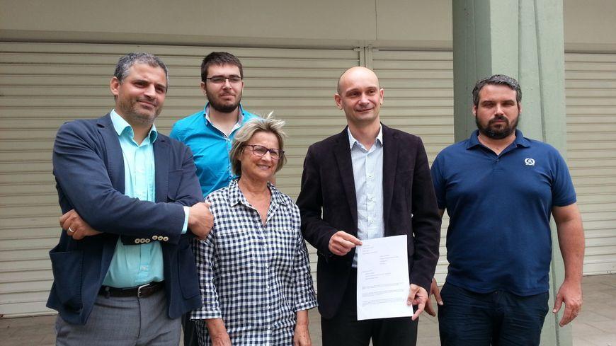 Mustapha Laqlii (Action Citoyenne), Antonin Bonnefoi (MRC), Annie Roche (candidate EELV), Jimmy Levacher (suppléant FI) et Sébastien Julien (FI) demandaient une nouvelle élection législative à Valence