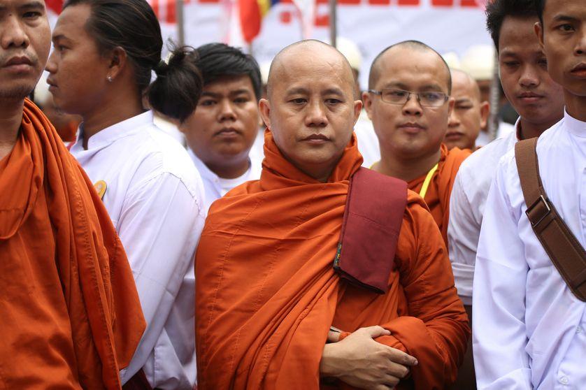 Le moine Wirathu, à une célébration de l'organisation MaBaTha (comité de la protection de la race et de la religion) à Mandalay le 21 septembre 2015.