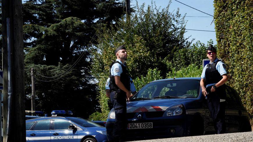 Les gendarmes ont à nouveau perquisitionné le domicile des parents du suspect à Domessin