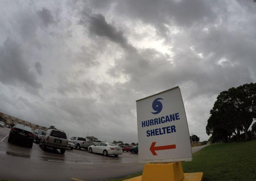 A Miami en Floride, des abris anticycloniques ont été improvisés pour mettre la population à l'abri d'Irma