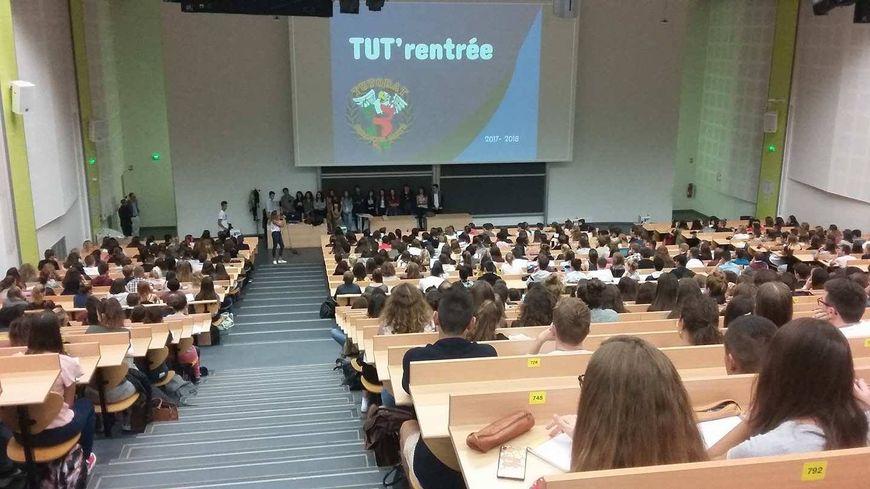 Plus de 600 étudiants en première année de médecine à Besançon sont venus à la rentrée du Tutorat Santé.