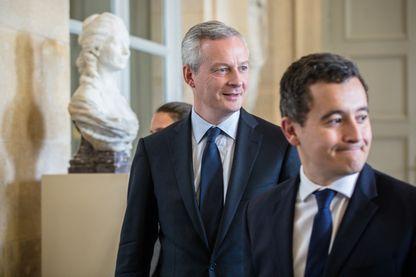 Bruno Le Maire, ministre de l'Economie et des Finances (à gauche) et Gerald Darmanin, ministre de l'Action et des Comptes publics (devant lui, à droite)