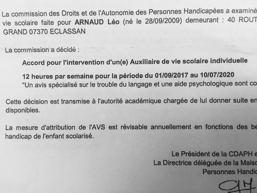 Extrait de la notification envoyée par la MDPH aux familles demandant l'intervention d'un AVS. Ce papier garantit le besoin d'un AVS, l'académie est ensuite chargée des ressources humaines.
