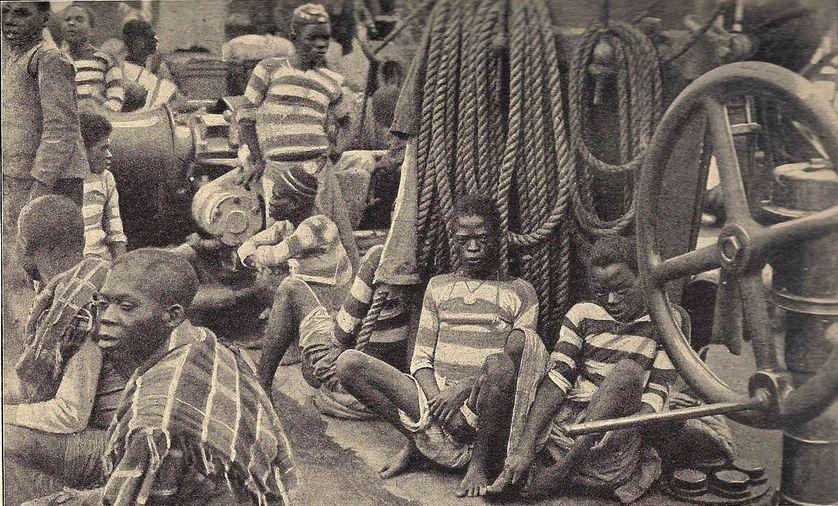 Esclaves sur le pont d'un navire, vers 1900