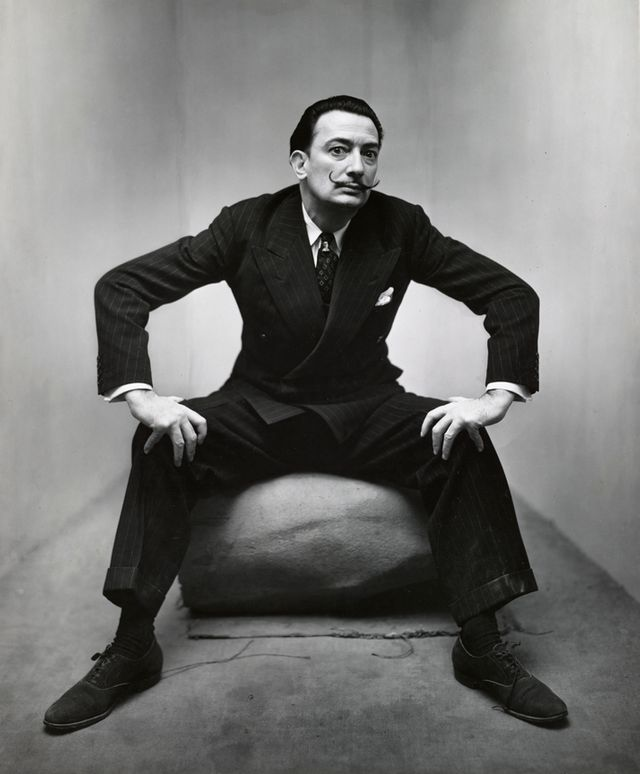 Irving Penn Salvador Dali New York, 1947 épreuve gélatino-argentique. The Metropolitan Museum of Art, New York, Promised Gift of The Irving Penn Foundation