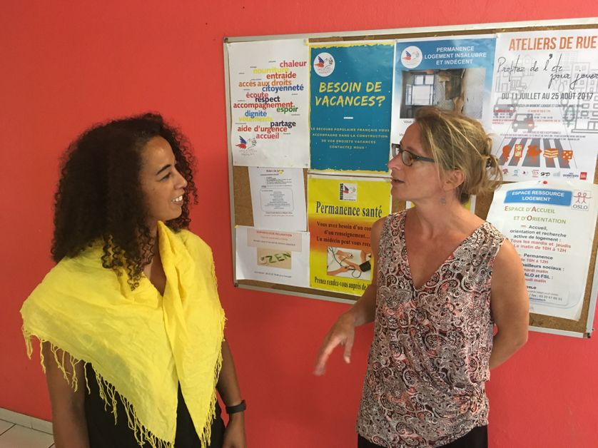 Fatima et Lucie travaillent au Secours Populaire de Lille et aident plus de 600 personnes.