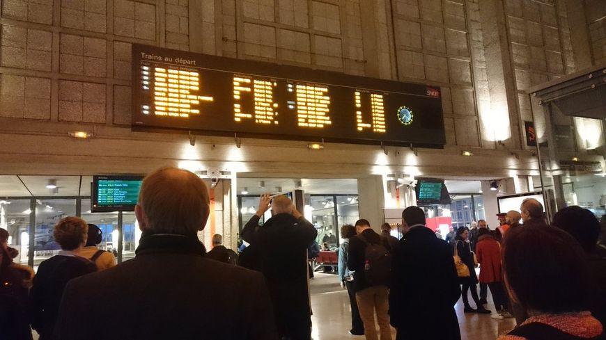 Des trains à l'arrêt pour Paris, grosse galère pour les voyageurs SNCF à Amiens