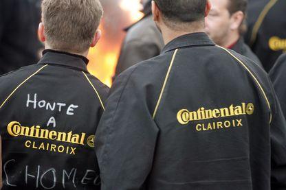 Les Contis pendant un rassemblement le 17 mars 2009 à Clairoix pour protester contre la fermeture de deux usines européennes de pneus, y compris leur usine employant 1 100 travailleurs.