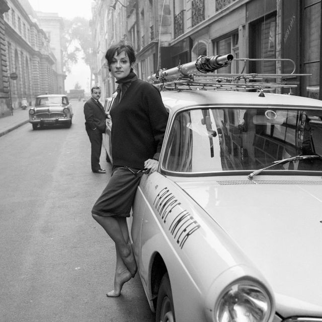 Barbara suivie par les journalistes de France Inter à l'occasion de son concert à Bobino le 16 septembre 1965