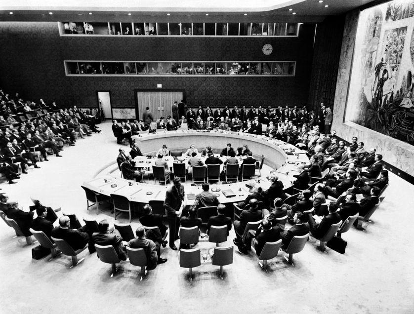 Le Siège de l'ONU est territoire international. Par exemple, aucune force de police américaine ne peut y pénétrer sans la permission du Secrétaire général. Cinq des six organes principaux de l'ONU sont situés à New York.