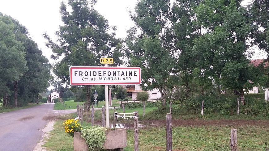 La famille de Maëlys de Araujo habite le hameau de Froidefontaine sur la commune de Mignovillard (Jura)