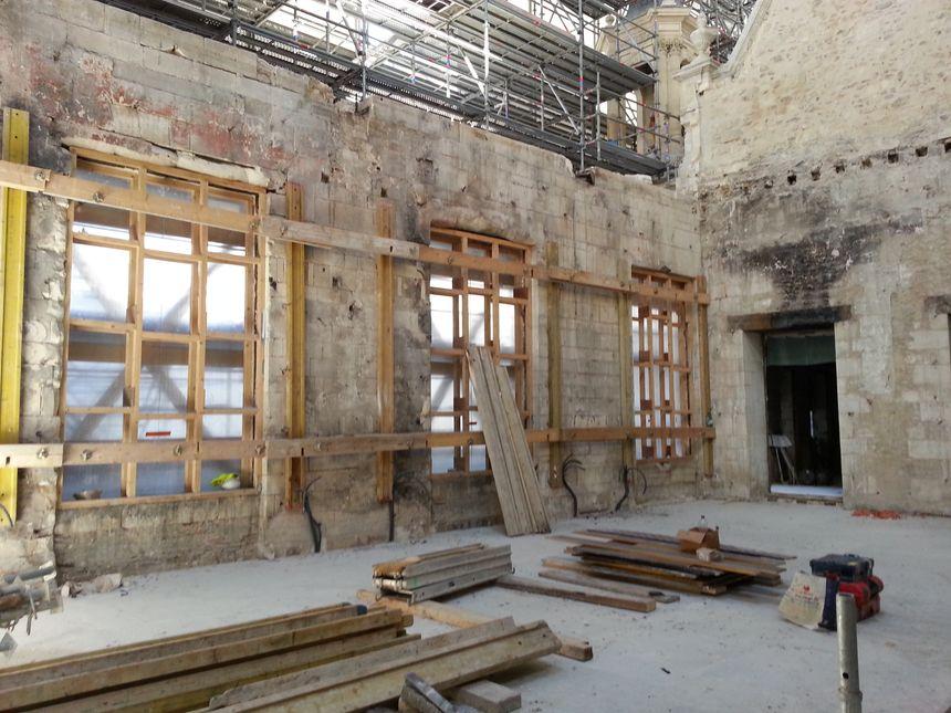 La façade Renaissance (vue de l'intérieur) reste à consolider
