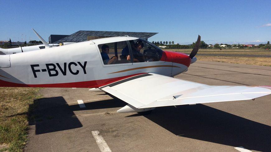 Un DR400, avion de tourisme sur lequel les baptêmes de l'air ont été faits