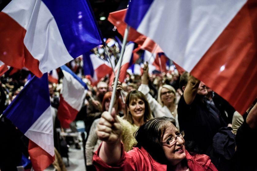 Des militants LR au meeting de Nicolas Sarkozy, à Meyzieu le 9 novembre 2016.