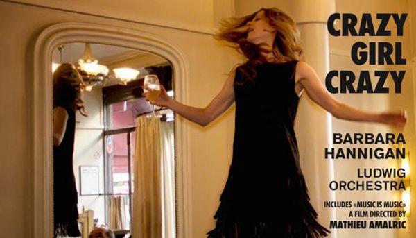 """Barbara Hannigan enregistre son premier album en tant que chanteuse et chef, Le disque """"Crazy Girl Crazy"""" sorti le 22 septembre chez Alpha est assorti d'un film documentaire réalisé par Mathieu Amalric """"Music is Music""""."""
