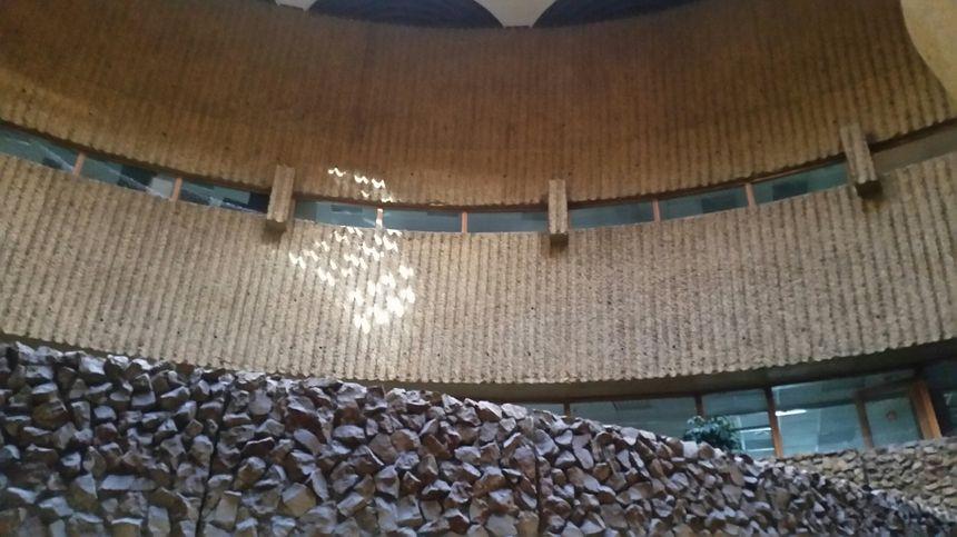 Un intérieur de pierre et de béton