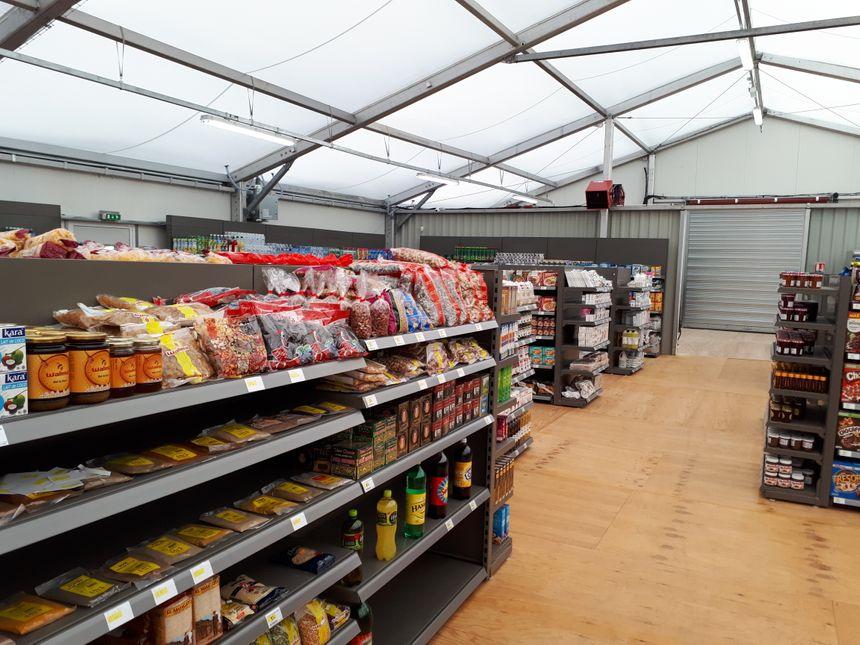 Les installations sont en préfabriqué car le magasin a vocation à rester provisoire.