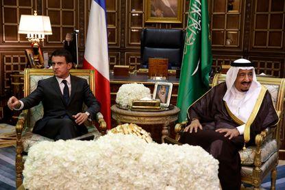 Manuel Valls et le roi saoudien Salmane ben Abdulaziz en oct 2015