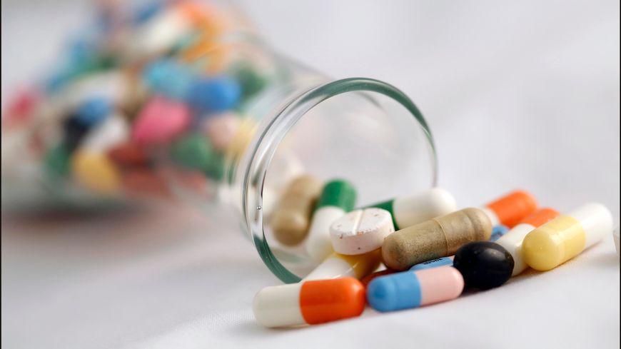 """Dans cette population """"polymédiquée"""", la prise moyenne est de 14,4 médicaments différents par jour."""