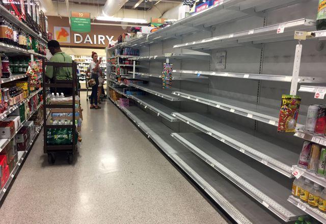 En Floride, les supermarchés dévalisés, à commencer par l'eau minérale