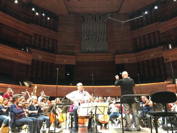 Christoph Eschenbach, Truls Mørk et l'Orchestre Philharmonique de Radio France pendant une répétition