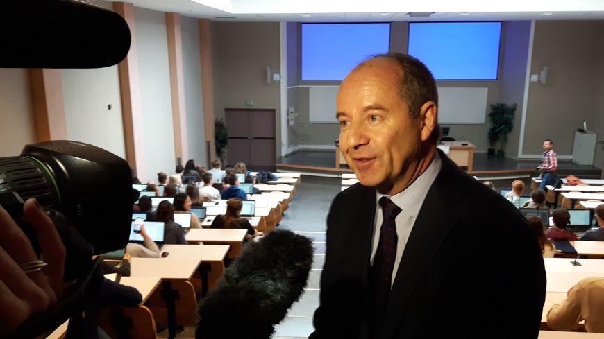 Dans l'amphi de la fac de Droit, Jean-Jacques Urvoas répond (encore un peu) aux médias