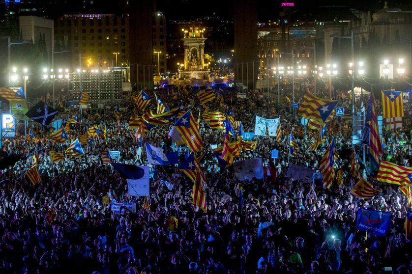 Rassemblement en faveur du référendum et de l'indépendance catalane, place Montjuic à Barcelone