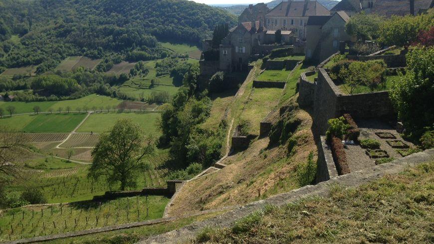 Le village perché de Chateau Chalon dans le Jura