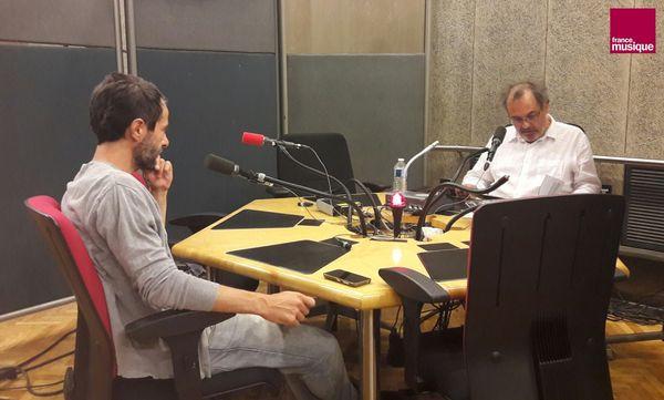 """Préparation de l'émission """"Tapage nocturne"""" avec Christov Guiraud et Bruno Letort au studio 107"""