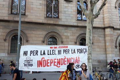 """En Catalogne, devant l'université occupée : """"ils ne nous arrêteront pas, ni par la loi, ni par la force"""""""