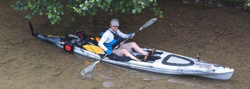 Géraud Paillot pendant sa traversée de la France en kayak