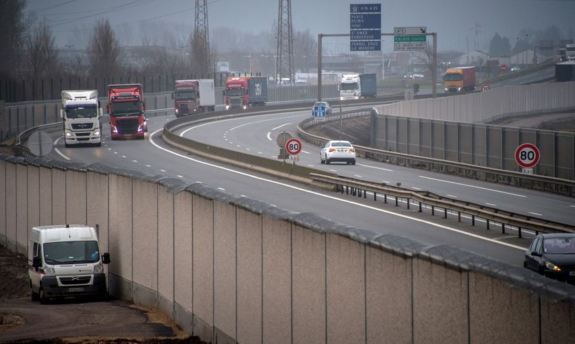 """A photo taken on December 13, 2016 shows a four-metre-high (13-foot) wall, running along a kilometre-long stretch of the main road leading to Calais port, aimed at stopping migrants from the former Calais """"jungle"""" camp who attempt to reach its shores"""