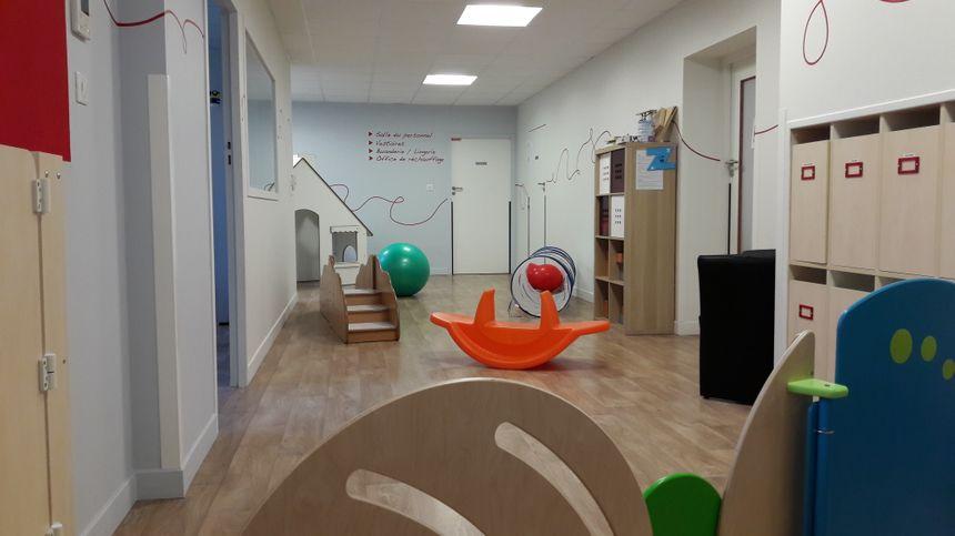 L'atrium, une des salles qui accueillent les jeunes enfants dans la crèche Les Petits Chaperons Rouges