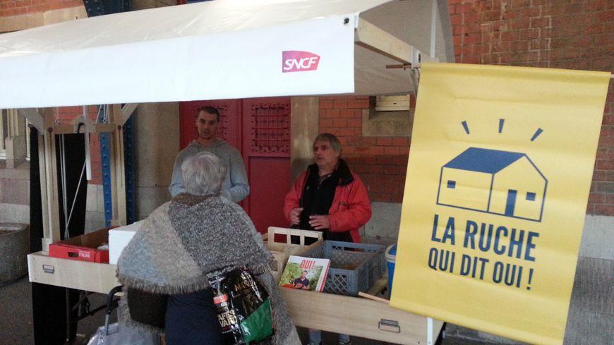 La ruche qui dit oui est installée depuis trois semaines tous les vendredis à la gare de Colmar