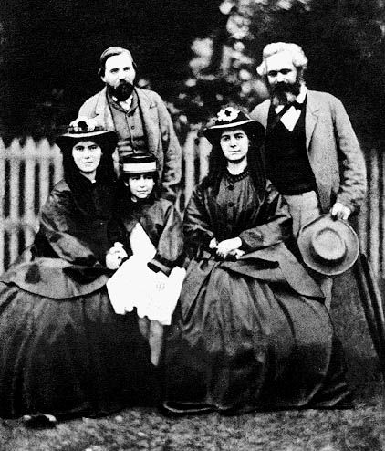 Friedrich Engels, Karl Marx, ses filles Laura, Eleanor et Jenny sa femme.
