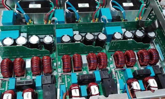 Intérieur d'une borne de recharge pour voitures électriques