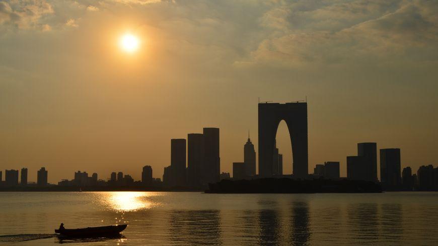 Panorama sur la skyline de la ville de Suzhou en Chine
