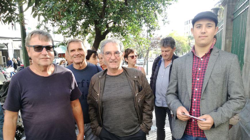 """Jacques Casamarta, entouré de quelques-uns de ses colistiers. """"L'avenir, la Corse en commun"""", première liste déposée en préfecture ce lundi à Ajaccio."""