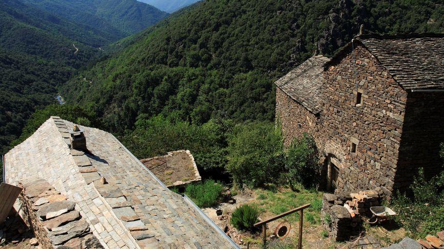 En Corse, il n'existe plus qu'une seule carrière d'approvisionnment en lauzes, celle d'Orezza (Castagniccia)