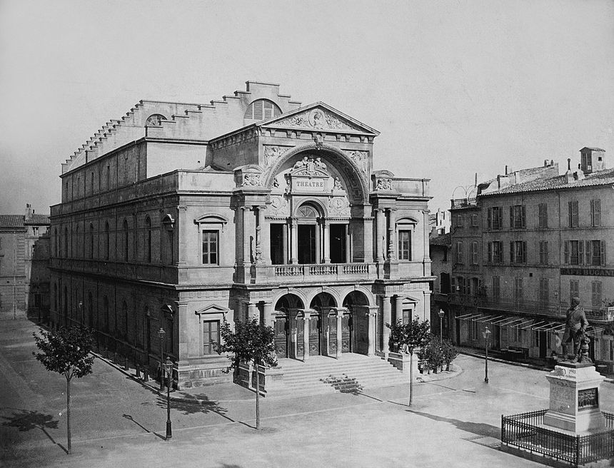 L'opéra d'Avignon photographié vers 1860