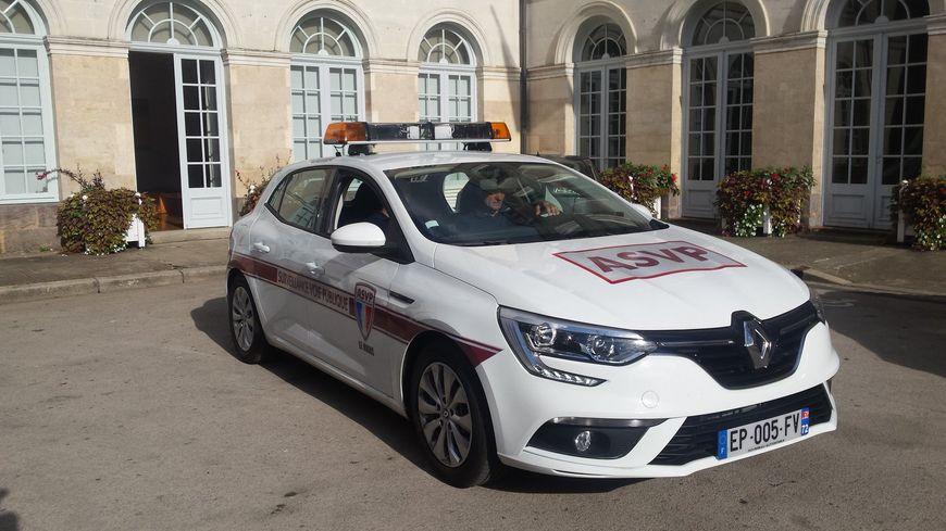 Le passage de cette voiture-radar dans un quartier du Mans sera souvent annoncé à l'avance par des panneaux d'information, mais pas toujours !