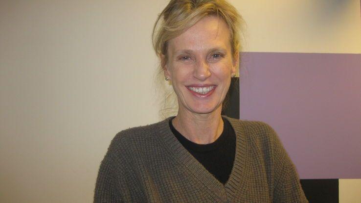 Siri Hustvedt,  poétesse, essayiste et romancière reconnue, elle est diplômée (PhD) en Littérature Anglaise de l'université Columbia.