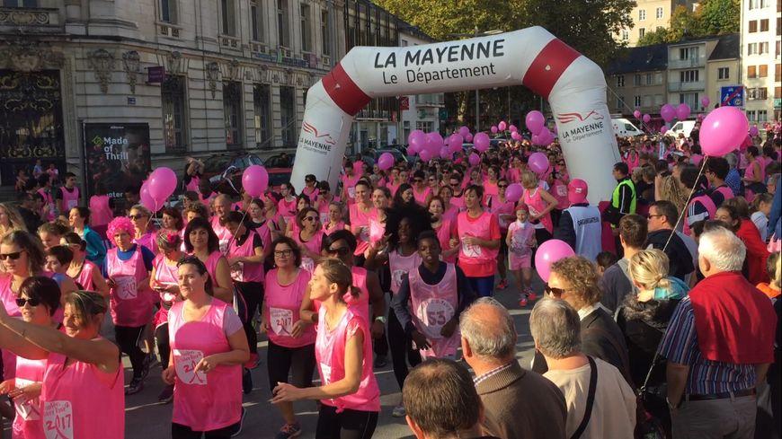 Lutte contre le cancer du sein : des milliers de participants aux Foulées Octobre Rose 53 à Laval