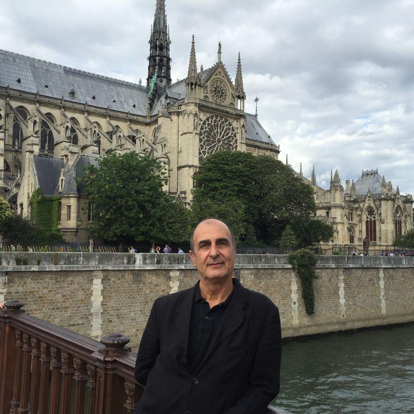 Gérard Kurkdjian devant Notre Dame