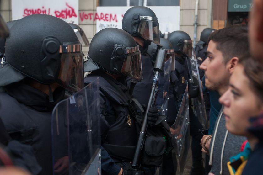 Face à face entre indépendantistes catalans et forces de l'ordre