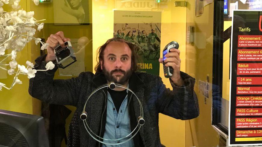 """Vincent Macaigne présente à la caisse du cinéma Le Club à Grenoble son premier long-métrage """"Pour le réconfort"""""""