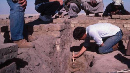 """Lire et écrire en Mésopotamie à l'époque paléo-babylonienne : la correspondance"""" (6/8) : Coureurs et poste :  l'acheminement des lettres"""